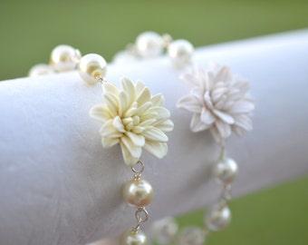 Ivory Dahlia and Pearls Bracelet, White Dahlia and Pearls Bracelet, Dahlia flower Bracelet.