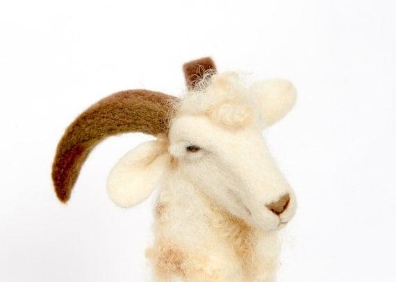 Needle Felted Goat // Goat Finger Puppet // Felted Goat // Felted Animal // Angora Goat