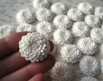 White Mum Cabochons / 10 pcs White Cabochon Flower, White Dahlia, Flat Back Flower.... Perfect for Bobby Pins, Pendants and More