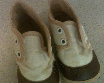 Sweet little 1950s baby boy leather shoes