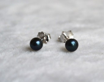 Tiny black pearl earrings,Freshwater Pearl Earring,3.5-4mm small pearl earrings,little girl earrings,tiny pearl earrings,children earrings