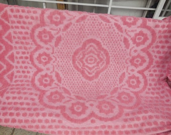 Heavy Chenille Blanket, Bed Spread Dusty Pink,Vintage Beadspread, Vintage Bedding,88 inches across /:)S