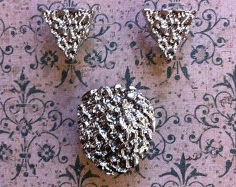 The Cats Meow Vintage Collar Tips And Bolo Tie Pendant Set