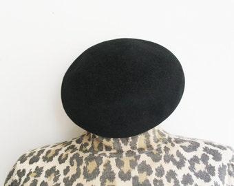 Vintage black wool little french beret