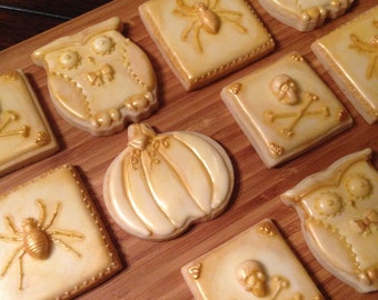 Elegant vintage Halloween cookies