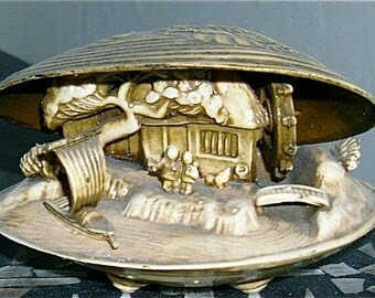 Free shipping! Clam shell diorama celluloid souvenir of Japan