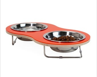 the Peanut Medium pet bowl for cats and small dogs