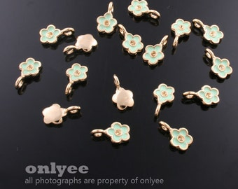 4Pcs -11mmX6mm Gold Plated over Brass Daisy withGreen Enamel Charms Pendant(K562G-A)
