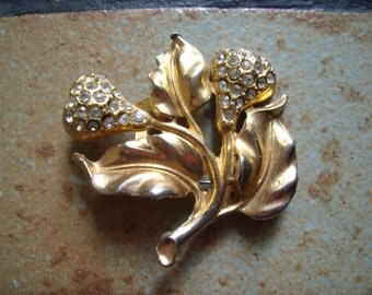 Vintage Unmarked Gold Tone Leaf Motif Pin Brooch With Rhinestones