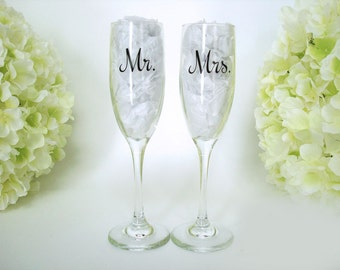 Wedding Toasting Flutes - Bride and Groom Champagne Flutes - Personalized Mr and Mrs Toasting Flutes - Bride and Groom Champagne Glasses