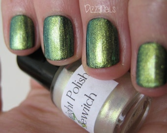 Bewitch Duochrome Shimmer Gold Green Effect Top Coat Nail Lacquer Indie Starlight and Sparkles Polish