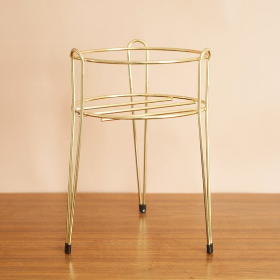 short brass plant stand with hairpin legs mid century modern. Black Bedroom Furniture Sets. Home Design Ideas