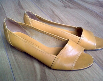Vintage Bally open toe shoes 80s Mustard Yellow