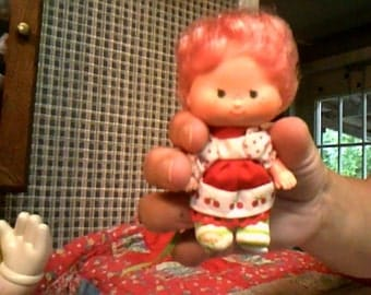 1980s strawberry shortcake doll im not sure which one she is