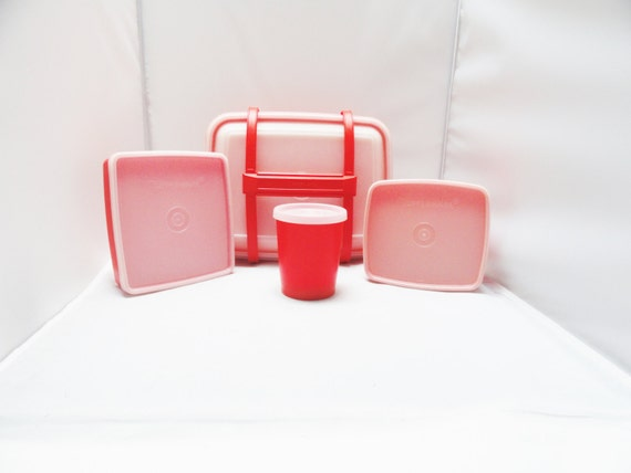 vintage tupperware lunch box set 8 piece set coral red white. Black Bedroom Furniture Sets. Home Design Ideas