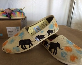 Walking elephant toms