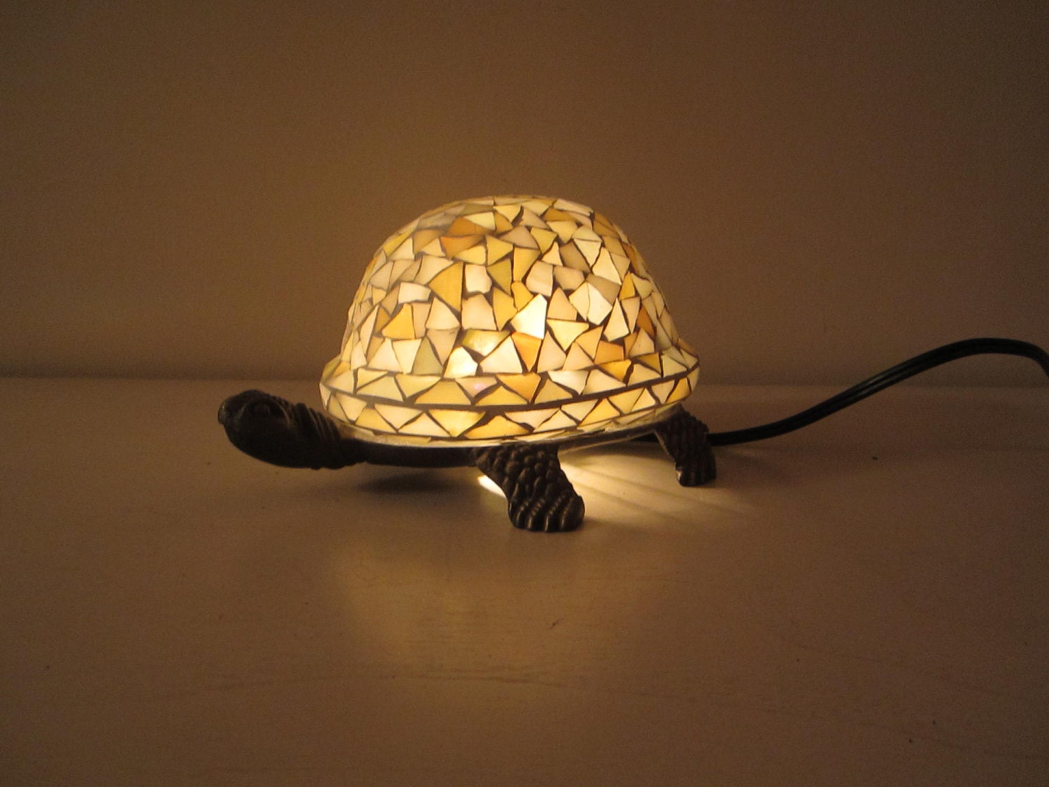 stained glass turtle table lamp night light by lilythelamplady. Black Bedroom Furniture Sets. Home Design Ideas