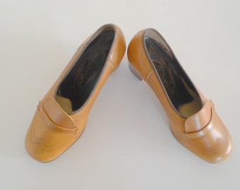 Vintage tan leather shoes size 6 - 1960s Mad Men style