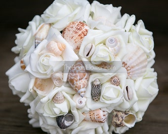 Seashell bridesmaid bouquet small size for beach and destination weddings, cream wedding bouquet beach wedding