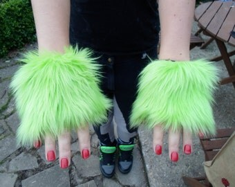 One Luxury Pair of Green Furry Wrist Cuffs Wristlets Cute Cosy Cosplay Elasticated Winter