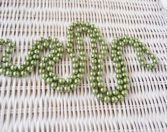 classic vintage green pearls necklace