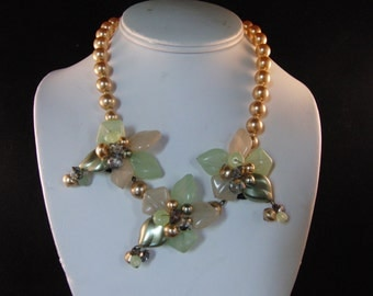 Vintage necklace with flowers