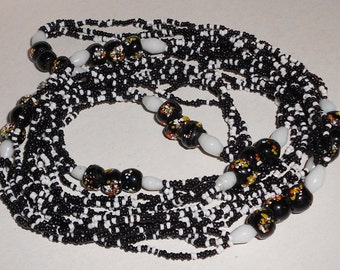 Vintage beaded necklace in black and white glass and murano glass beads 1970s jewelry