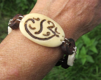 Very simple and pleasant plant ivory bracelet, wood and bone