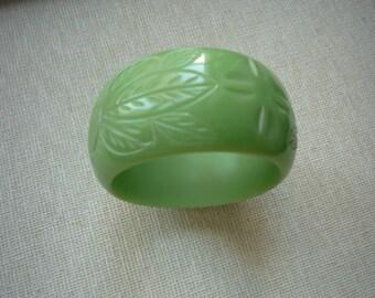 Vintage Retro Green Chunky Carved Lucite Bangle Bracelet