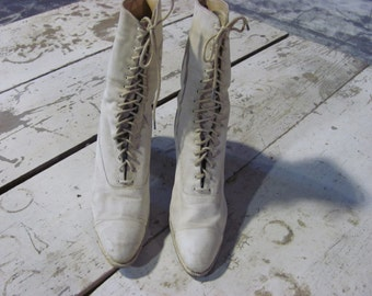 Victorian Women's White Lace Up Boots