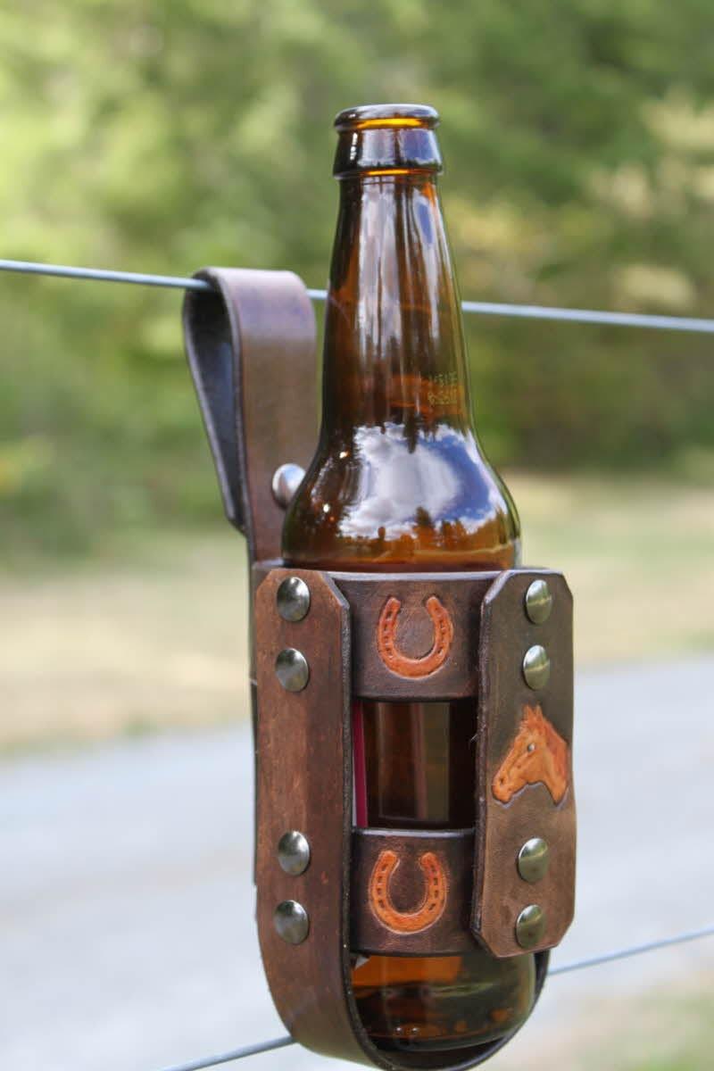 leder pferd flasche wasser bier flaschenhalter von tbtobedesigned1. Black Bedroom Furniture Sets. Home Design Ideas