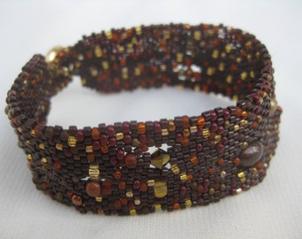 Brown Beadwoven Bracelet with Gold Accents, Brown Bracelet Peyote Stitch Beaded Bracelet  Beadweaving Seed Bead Jewelry Accessories Women