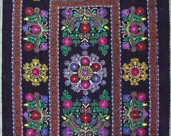 Uzbek machine embroidery suzani from Thashkent / Uzbekistan 35