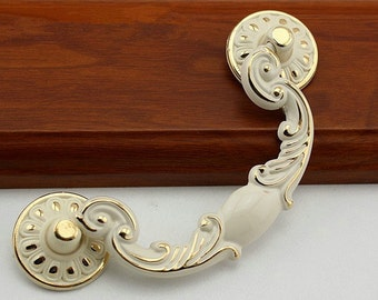 shabby chic swing dresser pull drawer pulls handles white gold french country kitchen. Black Bedroom Furniture Sets. Home Design Ideas