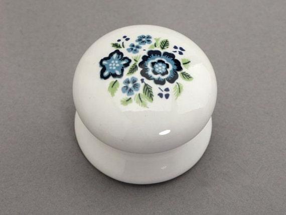 Pomelli in ceramica bianco blu shabby chic di lynnshardware - Pomelli cucina ceramica ...