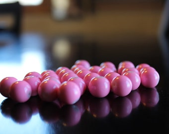 30 bubblegum 12mm pink baking painted beads