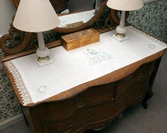 Popular items for vintage bureau scarf on etsy - Dresser une belle table ...