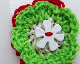 Green and Red Pin, Flower Pin, Flower Jewellery, Green Yarn Brooch, Green Wool Brooch, Red Yarn Brooch, Red Wool Brooch, Flower Brooch