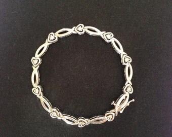 14K White Gold Diamond Heart Bracelet - Size: 6-6.5 inches