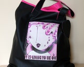 Reversible bag, one side in black leather with a large pocket and the other in pink leatherette.