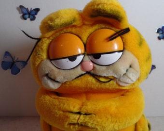 1981 Garfield the Cat plush doll, made by Dakin.