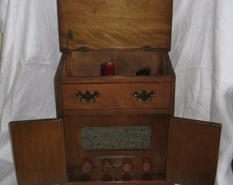 Sale Price! Vintage 1950's table top 45  RCA Victor record player combination New Home The Concord tube radio cabinet