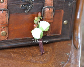 Mens White Ranunculus Bud Boutonniere