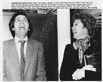 """Vintage Original photograph Mary Tyler Moore & Tom Conti- New York -  """"Whose Life Is It Life"""" - dated: 10/28/79 ---FREE SHIPPING !!!"""