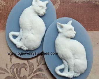 40mm x 30mm oval resin cat kitten cameos white on blue sit 2 pcs lot l