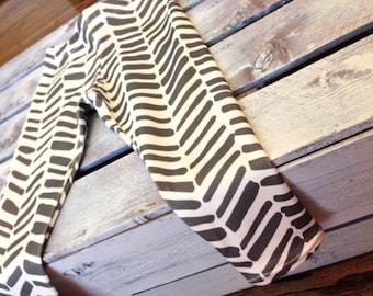 grey and white herringbone leggings
