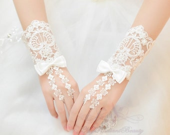 Bridal Gloves, Short Gloves, French Lace Gloves, Fashion Bridal Lace Short Gloves, Wedding Gloves, Wedding Accessory BG0023
