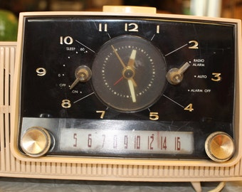 Vintage General Electric Clock Alarm Radio