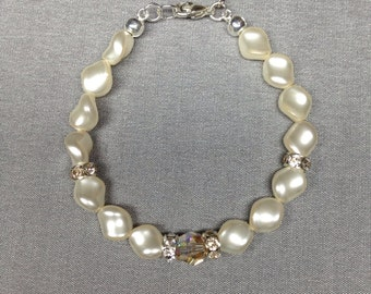 Swarovski Crystal Curved  Pearl Bracelet in Cream Rose