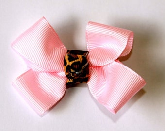 Light pink bow with Leopard center